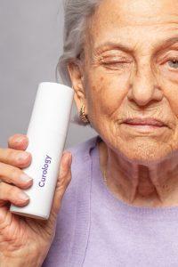 soin-visage-femme-agee